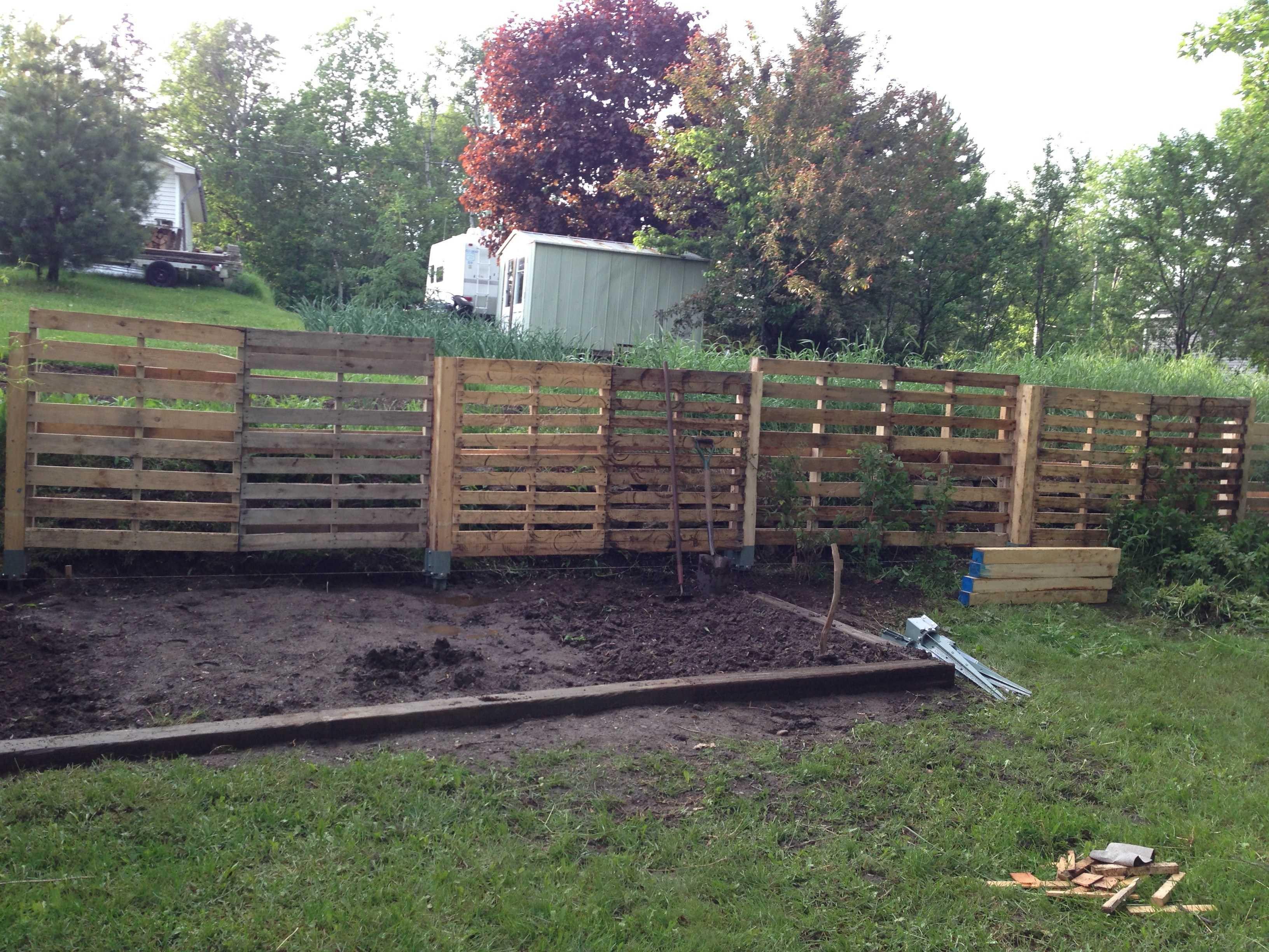 1001pallets-com-pallet-fence-2
